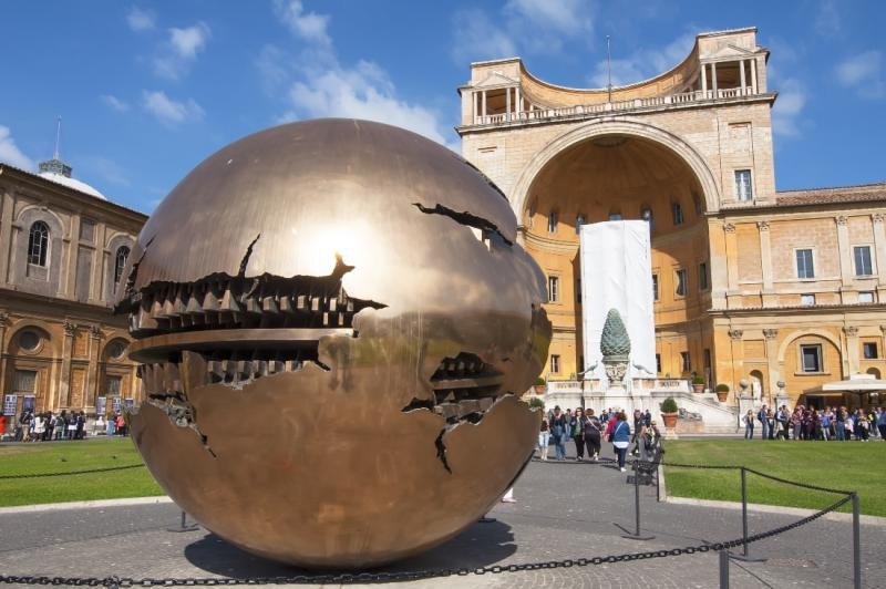 في الفاتيكان قلب العاصمة الايطالية 1