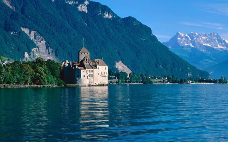 مدينة مونترو سويسرا