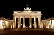 بوابة براندنبورغ من أبرز المعالم السياحية فى برلين