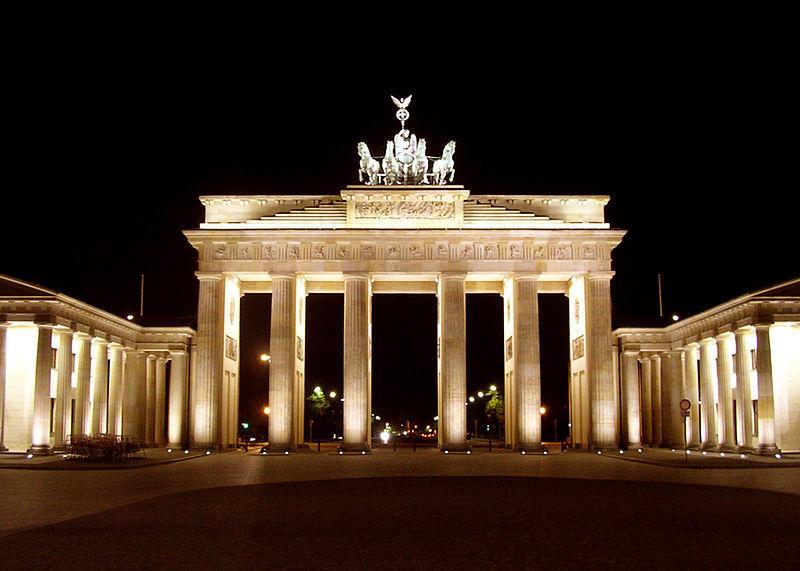 Photo of بوابة براندنبورغ من أبرز المعالم السياحية فى برلين
