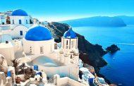 جزيرة سانتوريني واحدة من أجمل الجزر اليونانية