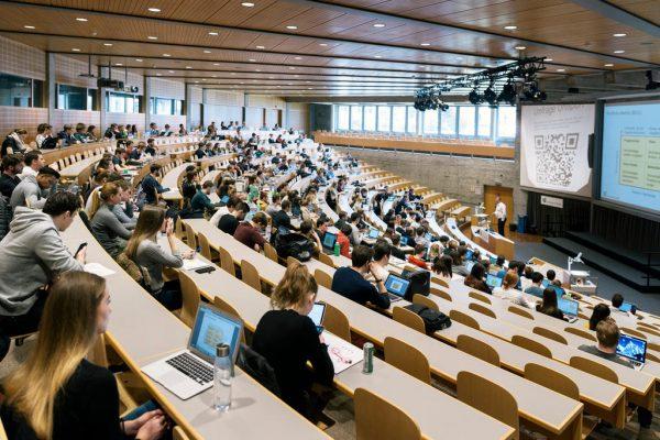 الجامعة السويسرية المفتوحة