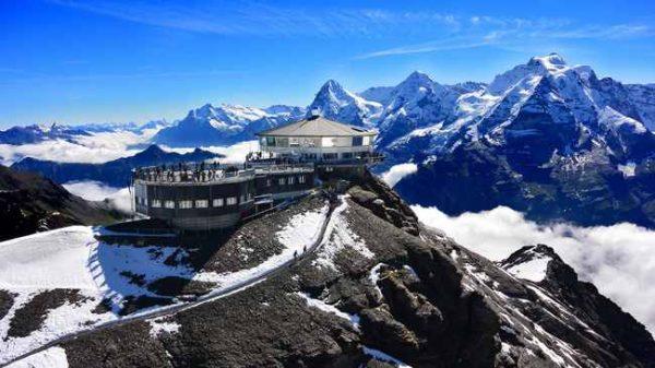 قمة شيلتهورن بسويسرا