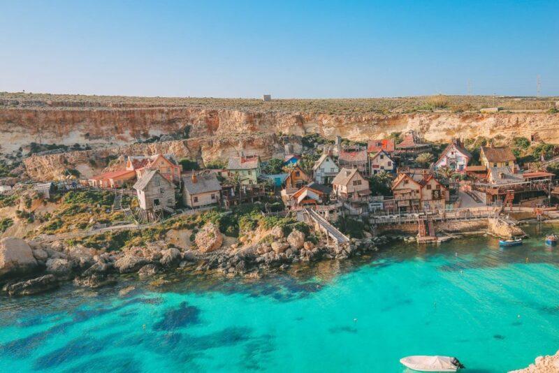 أين تقع جزيرة مالطا ؟