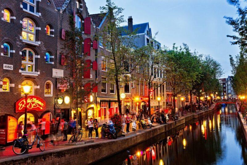 Photo of شهر العسل في هولندا … بلد الحب والزهور وطواحين الهواء