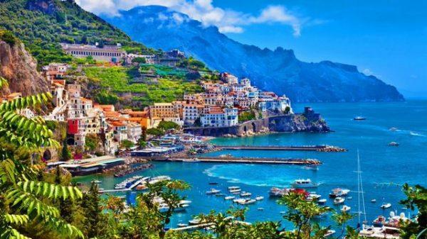 بحيرة كومو الإيطالية لشهر عسل هادئ