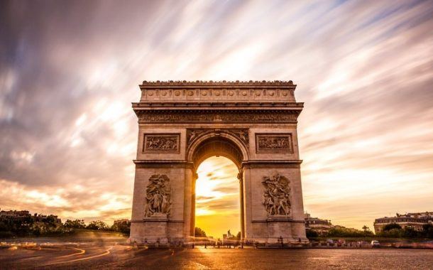 قوس النصر باريس أشهر معالم باريس السياحية
