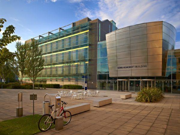 جامعات-بريطانية-سهلة-في-قبول-الطلاب-بها.