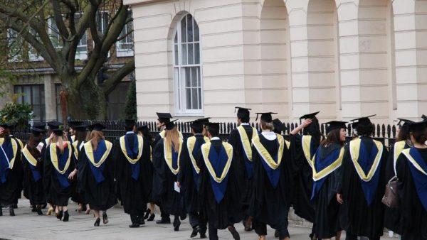 حفلات التخرج بالجامعات البريط