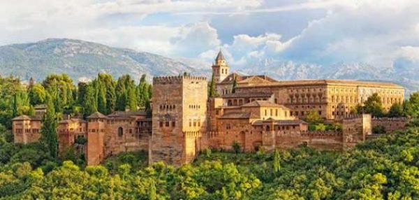 قصر الحمراء بغرناطة شاهد على عظمة التاريخ