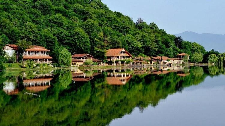 Photo of شهر العسل في جورجيا … سحر الطبيعة الخلابة وعبق الماضي