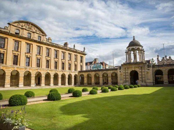 منح لدراسة ماجستير ريادة الأعمال من أكسفورد