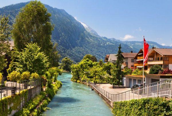 القرى السويسرية