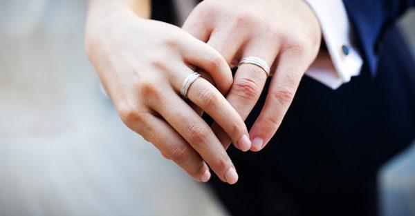 الحصول على الجنسية بالزواج