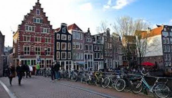 بلوغ السن القانونية من شروط الجنسية الهولندية