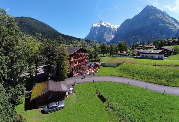 جريندلوالد جوهرة الريف السويسري