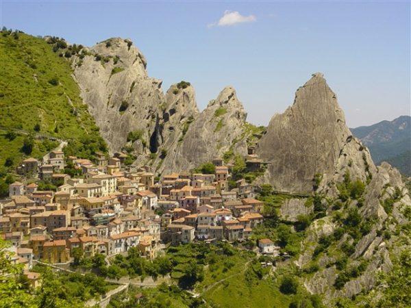 قرية كاستيلميزانو