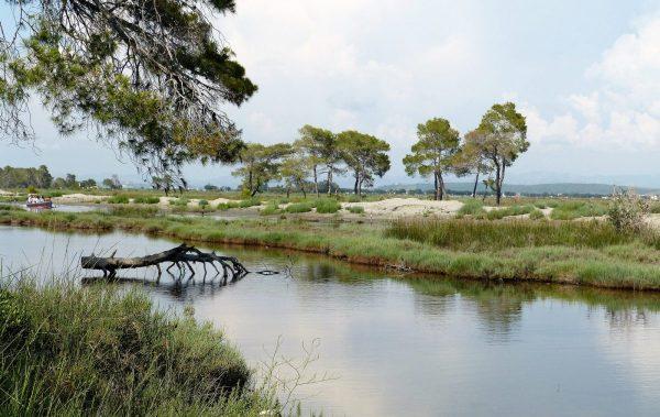بحيرة كارافاستا فى ألبانيا