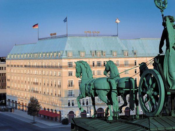 تمتع بإطلالة ساحرة فى فندق أدلون كمينسكى برلين