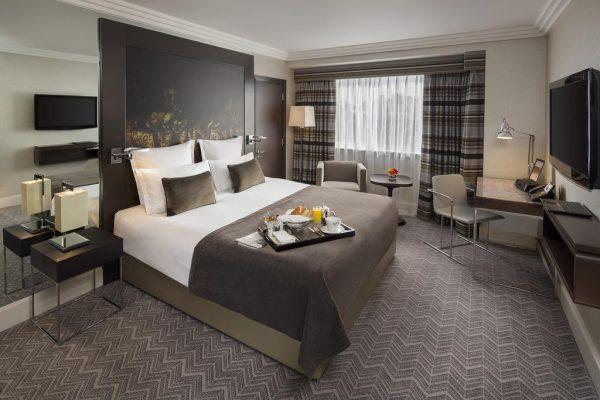 صورة من داخل غرفة بفندق جميرا لندن