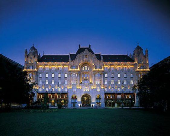 فندق فور سيزون جورج الخامس بباريس
