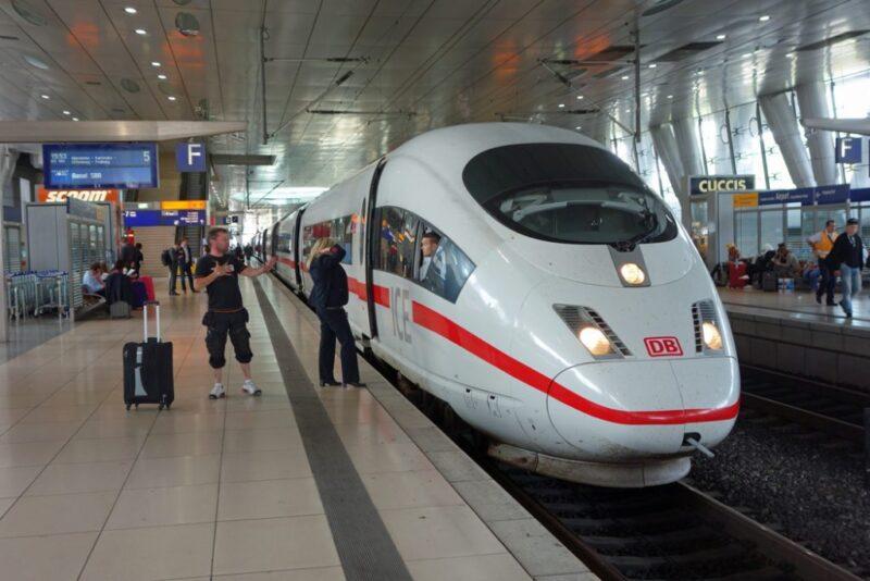 قطار من جنيف إلي ميلان