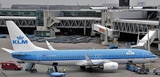 طائرة إلي أمستردام