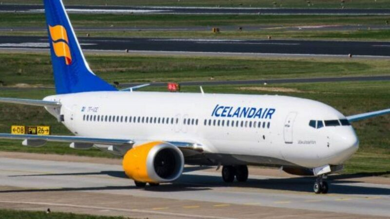 طيران من هلسنكي الي ريكيافيك