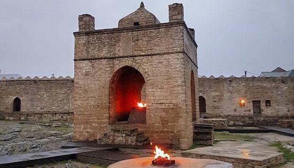 معبد النار من ابرز المعالم السياحية فى أذربيجان