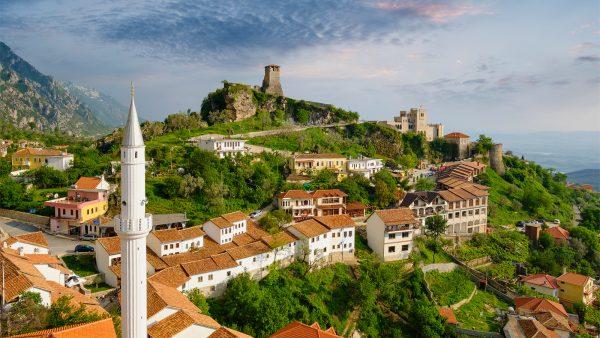 الإقامة فى ألبانيا