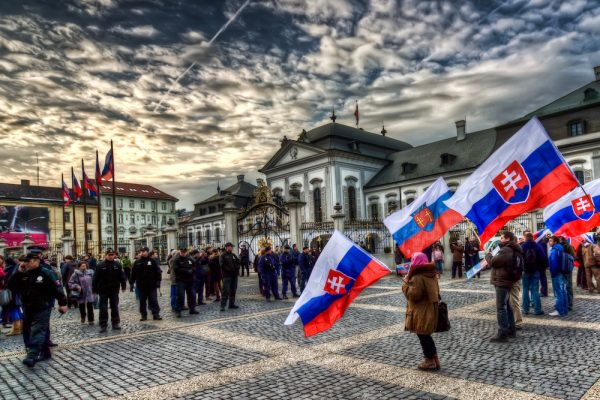 السفر إلى سلوفاكيا والحصول على تصريح الإقامة