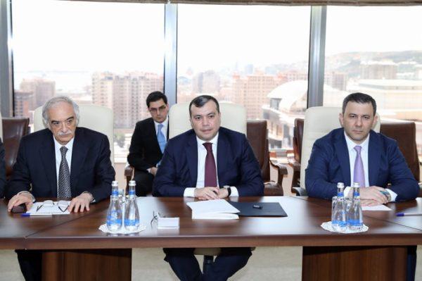 العمل فى أذربيجان