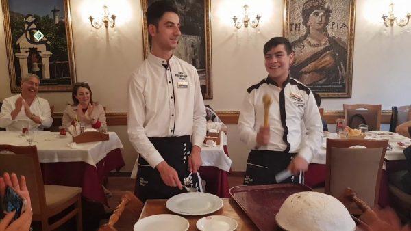 الخدمة فى مطعم مطعم المدينة اسطنبول تقسيم
