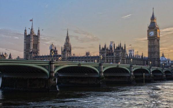 الاستثمار في بريطانيا
