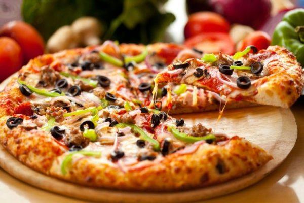 طريقة تحضير البيتزا بالخضار والجبن