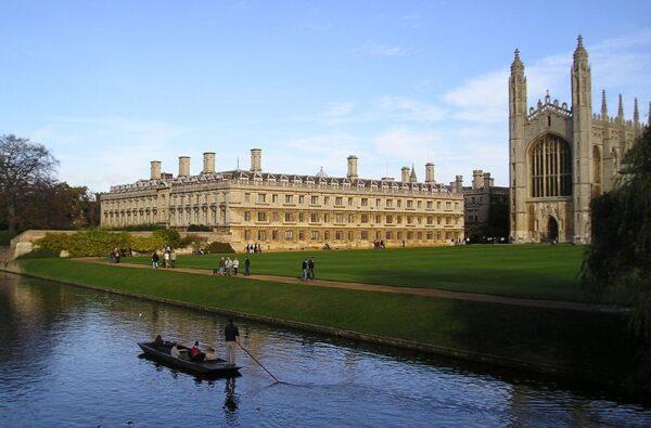 جامعة كامبريدج الجامعات الموصى بها في بريطانيا