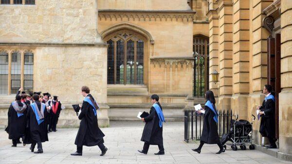 الدراسة فى جامعة اكسفورد