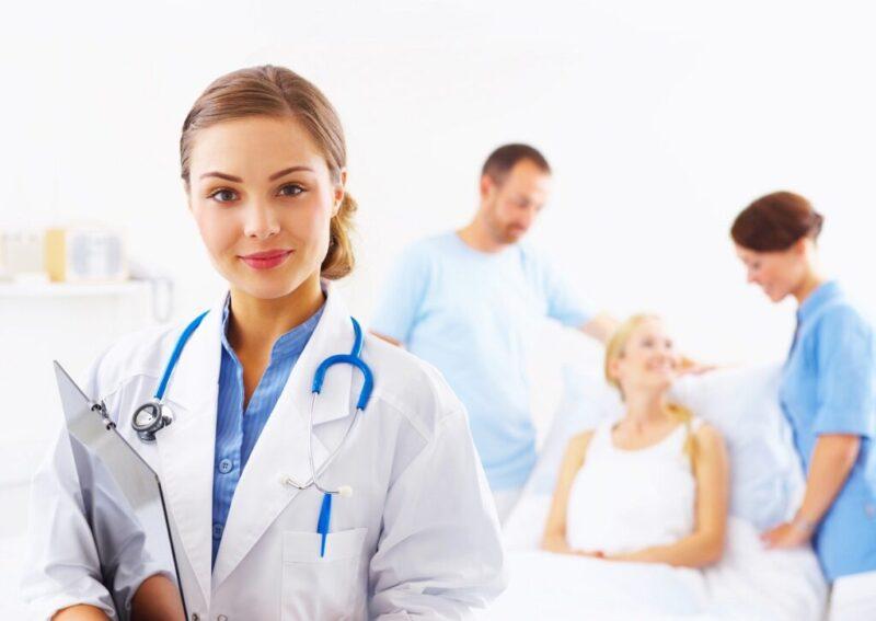 عدد سنوات دراسة الطب في بريطانيا