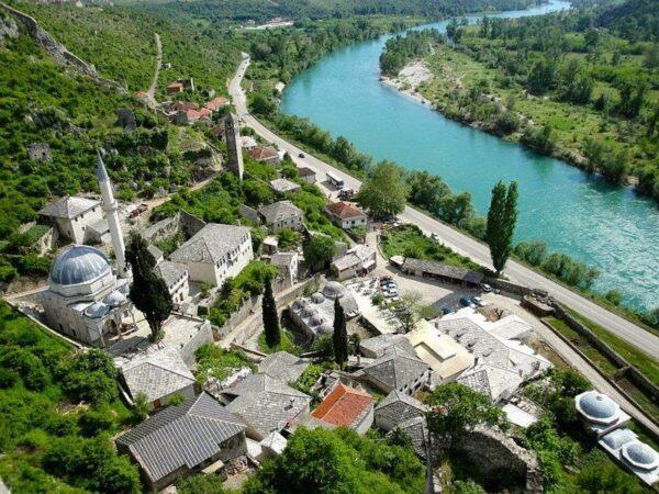 بوتشتلى الجمل فى البوسنة