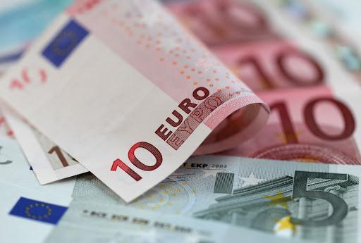 كم تكلفة السفر الى اسبانيا.