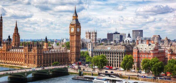 كم تكلفة السفر الى بريطانيا ؟