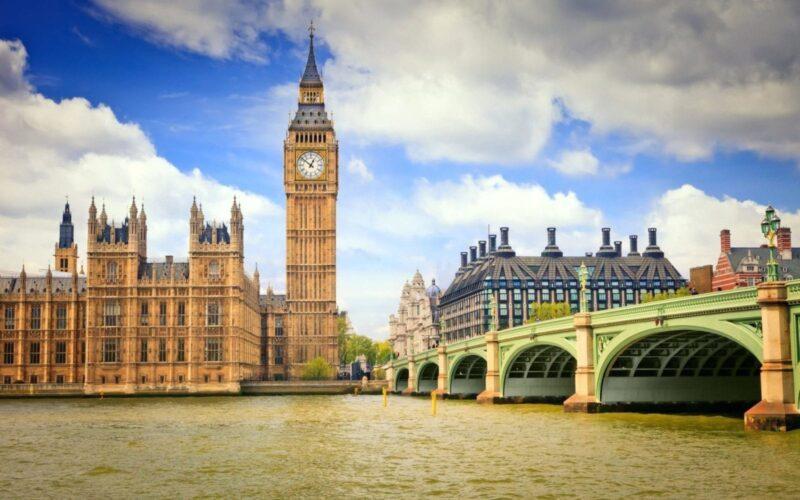 كم تكلفة السفر الى بريطانيا