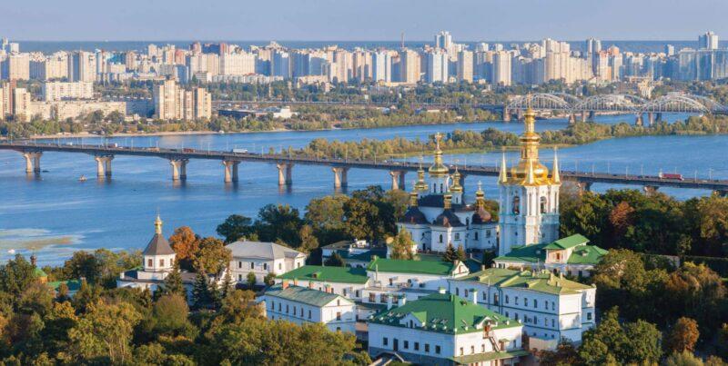 كم تكلفة السفر من الجزائر الى اوكرانيا؟