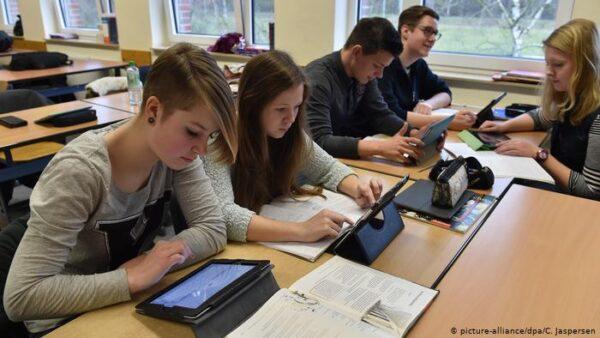 المصريين في البانيا للدراسة