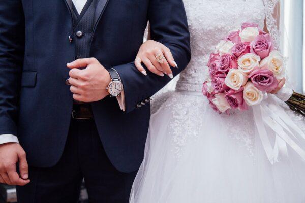 كيفية الحصول على الإقامة الدائمة في سويسرا عن طريق الزواج