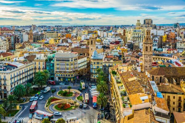 مميزات الحصول على الإقامة الدائمة في إسبانيا