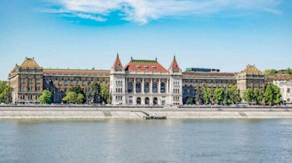 جامعة بودابست للتكنولوجيا و الاقتصاد..jpg.