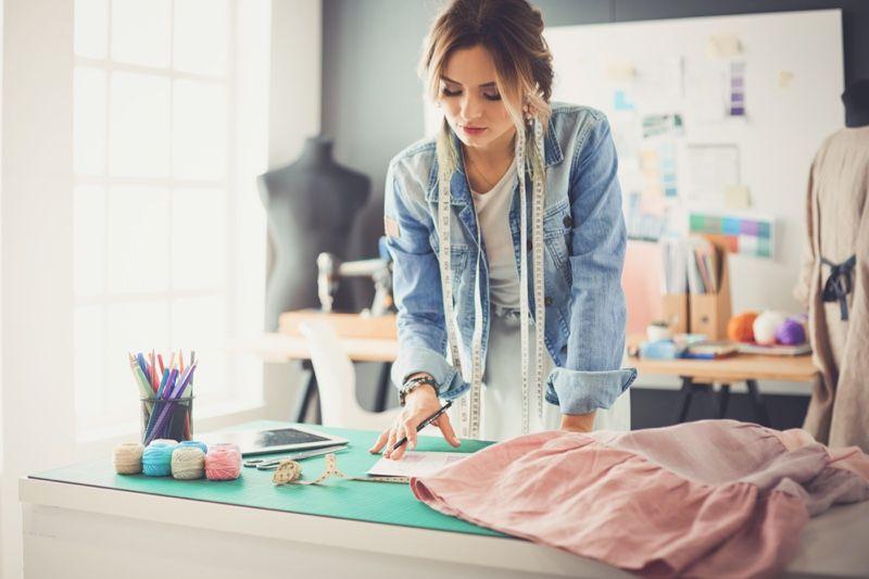 دراسة تصميم الأزياء في فرنسا مجانا