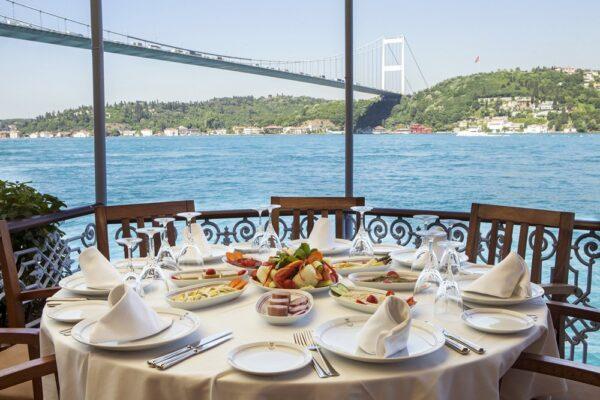 مطاعم اسطنبول على البحر
