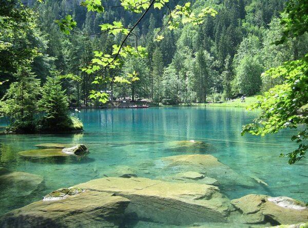 البحيرة الزرقاء فى انترلاكن
